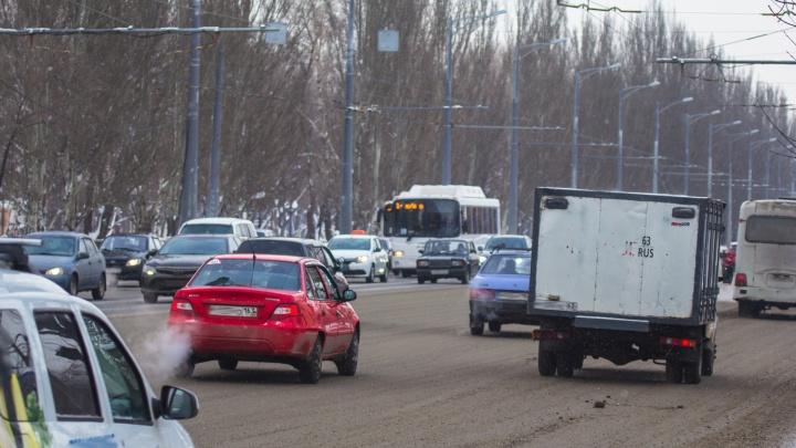 Губернатор Азаров снизил налог на транспорт для части автомобилистов