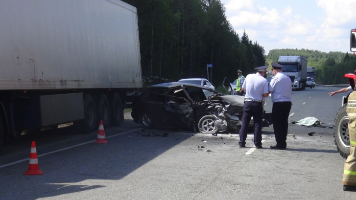 Авария под Красноуфимском унесла жизни трех человек. В том числе погибла шестнадцатилетняя девушка