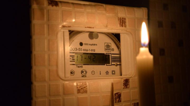 «Света нет, люди в домах замерзают»: на Урале в морозы поселок остался без электричества и тепла
