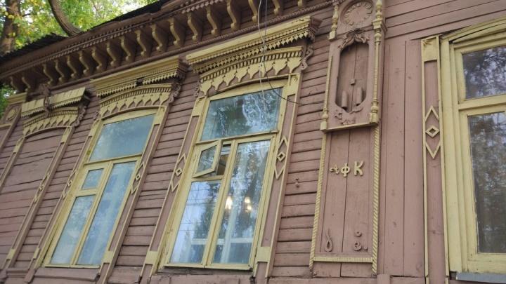 В Самаре старинному «дому с часами» опять грозит снос