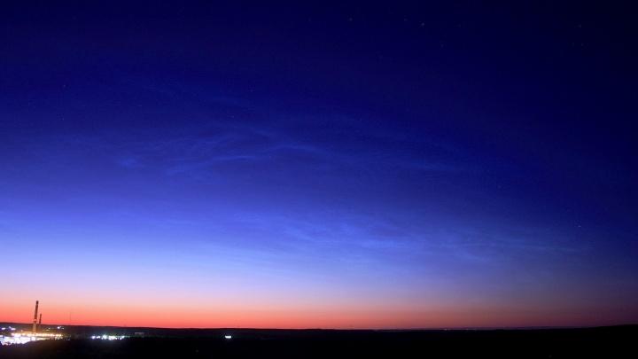 В небе над Екатеринбургом появились первые яркие серебристые облака