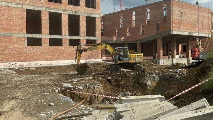 Строительство школы и детсада в кузбасском городе отстает от графика. В ситуацию вмешался прокурор