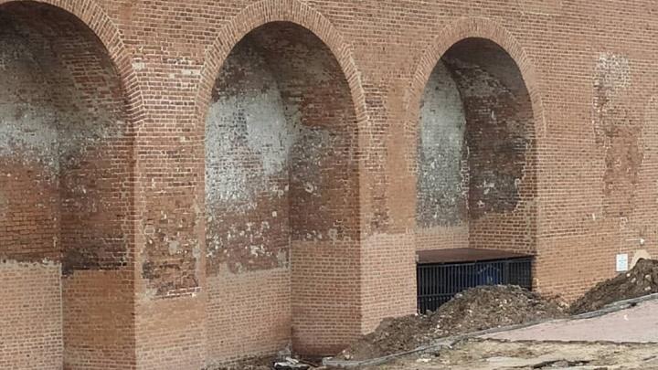 «Это даже хорошо»: реставратор объяснил, зачем стены кремля починили кирпичами другого цвета