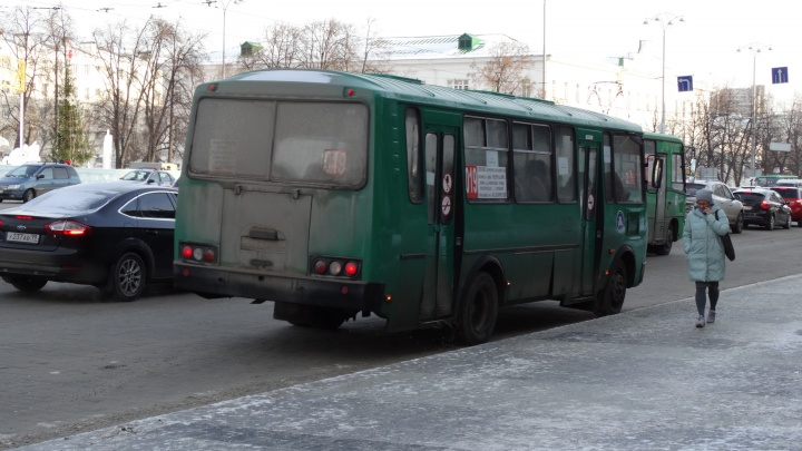 В мэрии рассказали, почему в Академическом стали редко ходить автобусы