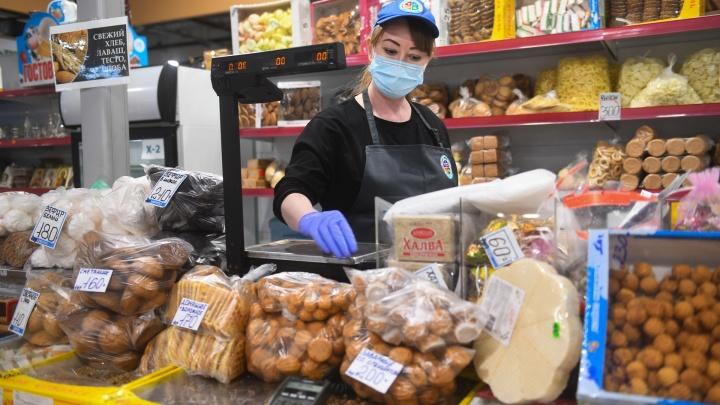 Ослабили ограничения: в Югре отменили перчатки для продавцов и разрешили массовые мероприятия