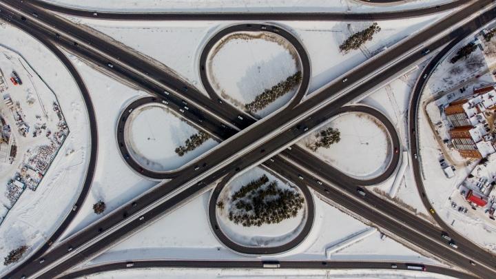 Страшный сон урбаниста. Как тюменские ЖК и транспортные развязки выглядят с высоты — фоторепортаж