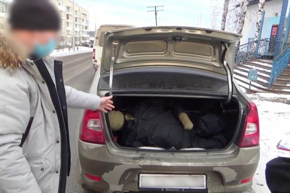 Мужчину вывезли в багажнике автомобиля