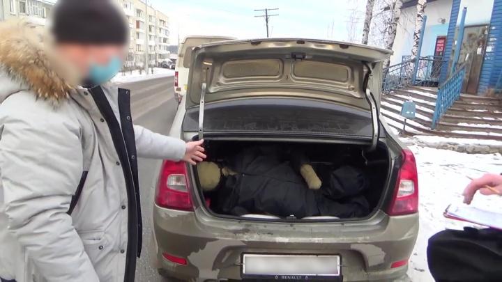 В Свердловской области мужчину вывезли в багажнике в лес и заживо похоронили из-за долга в 500 рублей