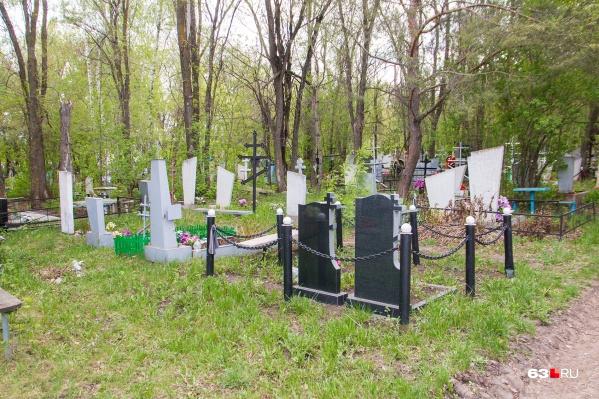 Пока идут споры, места на кладбищах заканчиваются