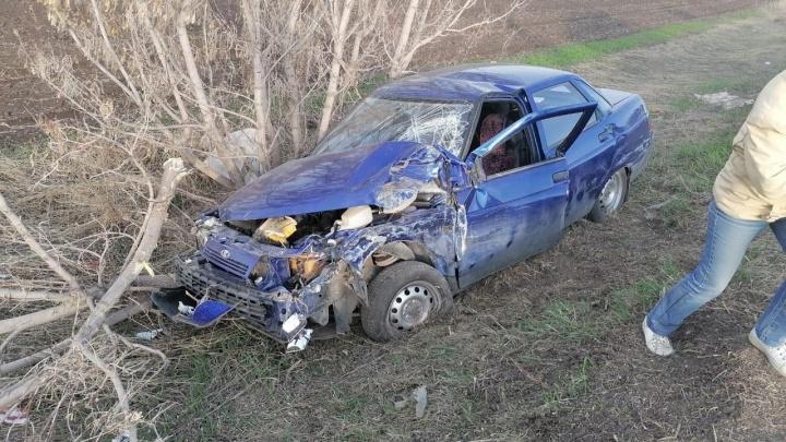 На трассе в Самарской области Lada протаранила каток-асфальтоукладчик