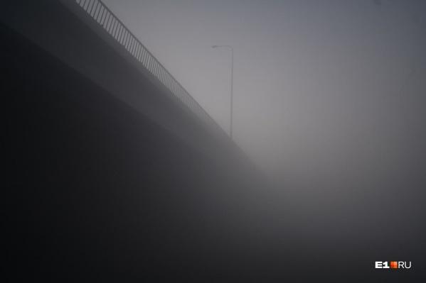Уральскую столицу вновь затянуло дымом из-за тлеющего торфяника