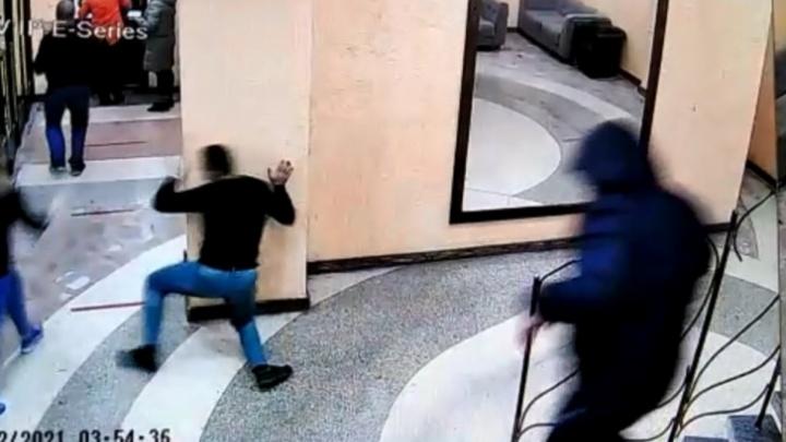 Пьяному полицейскому, который ударил ножом человека в баре в Заречном, грозит до восьми лет колонии