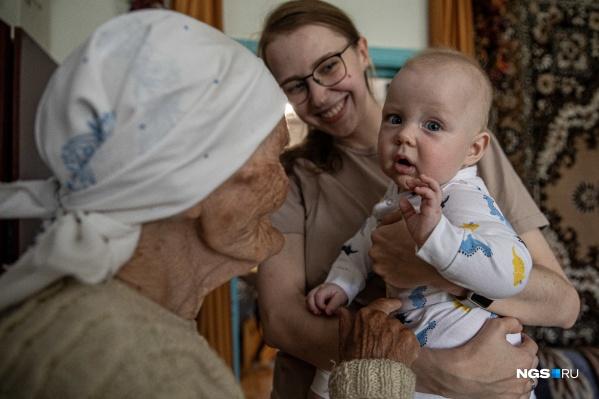 Самый старший и самый младший представители большой семьи, где живы пять поколений