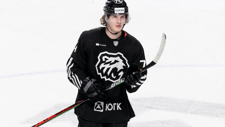 «По приколу долбились в стену»: хоккеист из НХЛ раскритиковал отель в Челябинске
