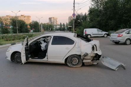 Аварии произошли в Волжском, а также в Котовском и Октябрьском районах