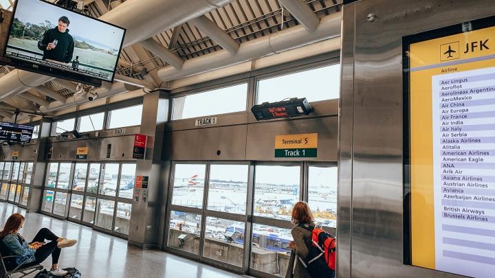 Жители Югры везут коронавирус из-за границы. На 330 человек заведены и переданы в суд дела