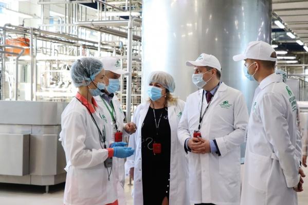 """Ежедневно АО «Молоко» перерабатывает <nobr class=""""_"""">80 тонн</nobr> сырья. После реконструкции производства мощности предприятия позволили перерабатывать до <nobr class=""""_"""">150 тонн</nobr> молока-сырья в сутки"""