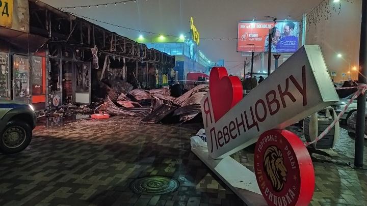 МЧС: троих увезли на скорой после пожара в шаурмичной на Левенцовке