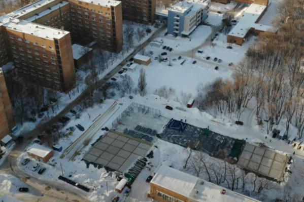 Всю территорию будущего госпиталя строители разбили на сектора