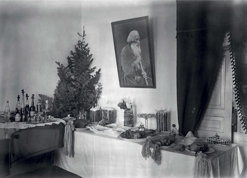 А это праздничный пасхальный стол в доме Вонаго в Красноярске