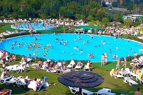 «Роев ручей» vs «Прищепка»: из-за дележки земли парк-пляж с бассейнами стоит закрытым