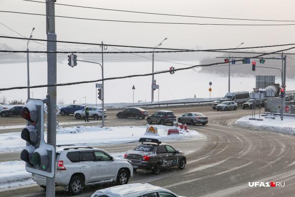 Уфимцы частенько жалуются на смесь реагентов, которой всю зиму посыпают дороги