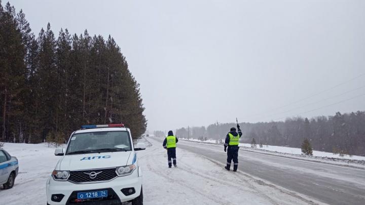 Трассу М-5 в Челябинской области и Башкирии закрыли для грузовиков из-за метели и снегопада