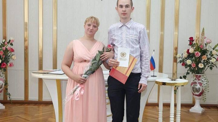 Пару из Новошахтинска, которая мучила семилетнюю дочь, отправили в СИЗО