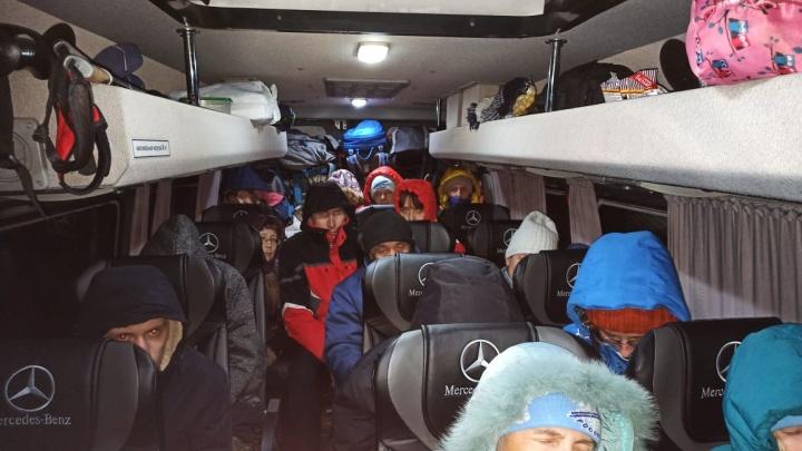 Стала известна судьба туристов из Екатеринбурга, застрявших в автобусе на трассе в Челябинской области