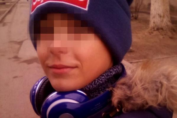 По словам Арсения, он загулялся вместе с другом и, увидев у дверей дома машину полиции, побоялся возвращаться