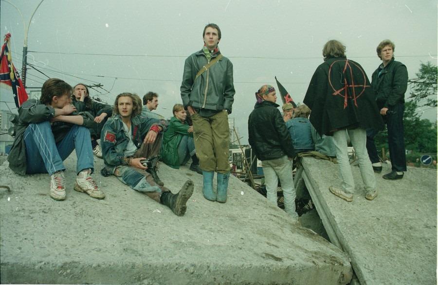 В митингах 90-х активно участвовала молодежь с весьма радикальными взглядами