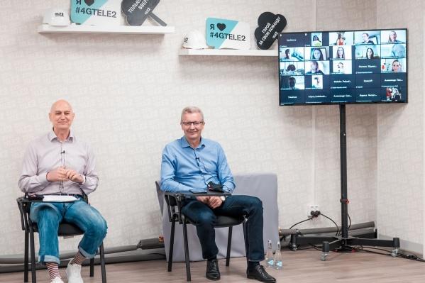 Слева направо: генеральный директор Tele2 Андрей Патока и директор макрорегиона «Сибирь» Tele2 Дмитрий Кромский