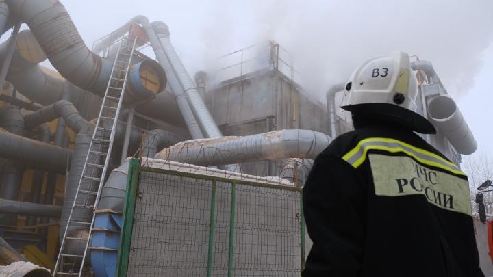 На фабрике «Краснодеревщик» произошел крупный пожар, эвакуировались 250 человек (онлайн-репортаж)