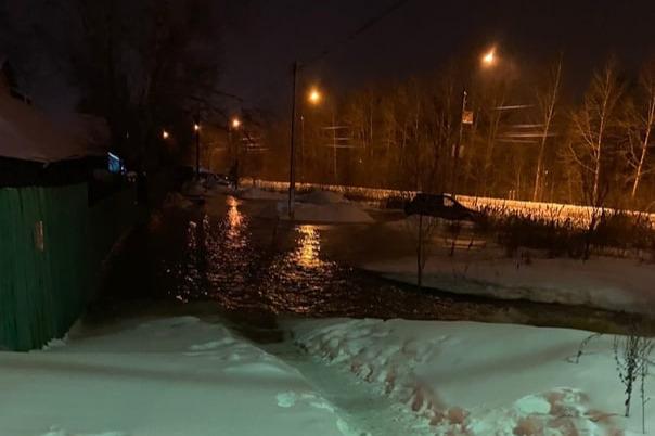 В Ярославле из-за коммунальной аварии затопило целую улицу