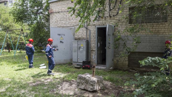 «Видимо, искал укромный угол по срочной нужде»: в Волгограде устанавливают личность погибшего на трансформаторной подстанции