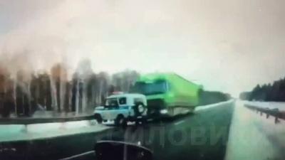 Момент жесткого ДТП на трассе Тюмень— Ханты-Мансийск попал на видео