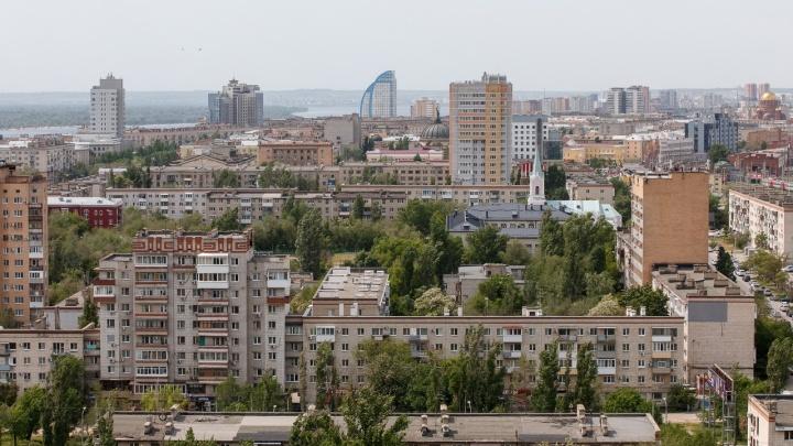 Внедорожники, теплосети, бассейн на Кипре: изучаем доходы заместителей главы Волгограда
