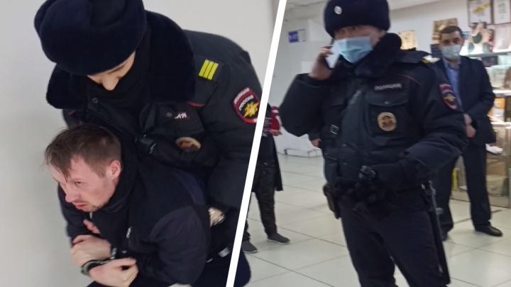 На скрученного в «Кванте» красноярца завели дело за драку с полицейскими. Он всё опровергает