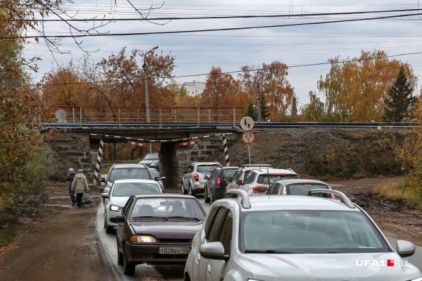Въезд в Шакшу осуществляется через знаменитый скотопрогон