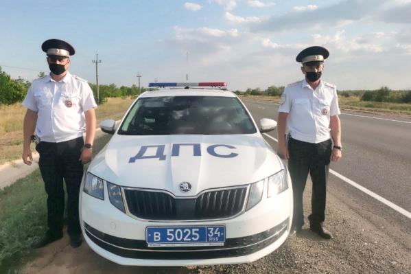 Инспекторы уже не первый раз приходят на помощь попавшим в сложную ситуацию автомобилистам
