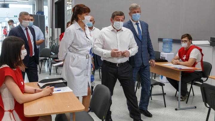 Как работаем — так и прививаемся: кто из чиновников Волгоградской области охотнее всего привился от COVID-19