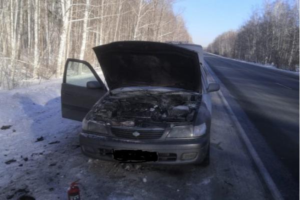 Автоинспекторы потушили автомобиль