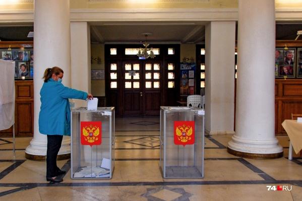 Выборы в Госдуму восьмого созыва проходят в России в течение трех дней: 17, 18 и 19 сентября