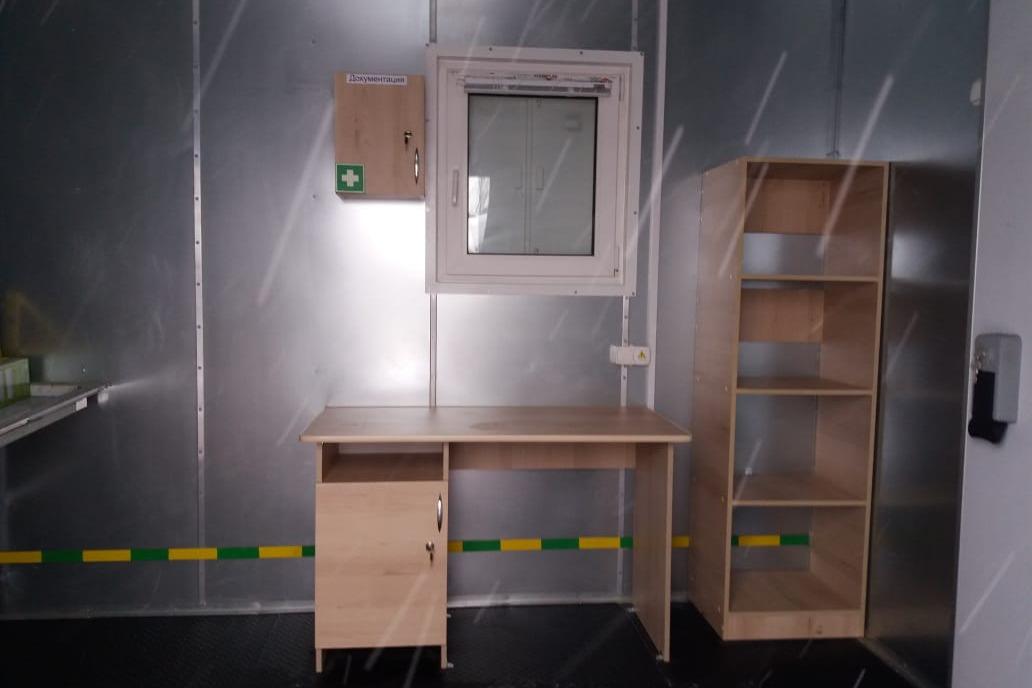 Внутри морга уже есть часть нужной мебели