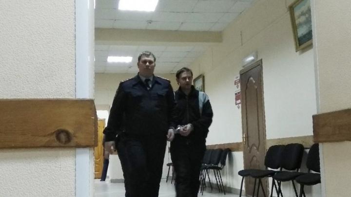 Ударил утюгом: суд смягчил приговор отцу за убийство дочери в Самарской области