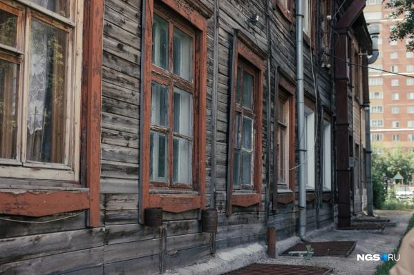 Общежитие <nobr>№ 9</nobr> когда-то было молодежным, потом семейным — здесь селились работники трикотажной фабрики «Сибирь»