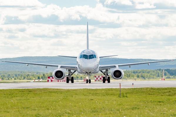 Обслуживать рейсы во Францию будут самолеты «Суперджет-100» вместимостью 100 человек