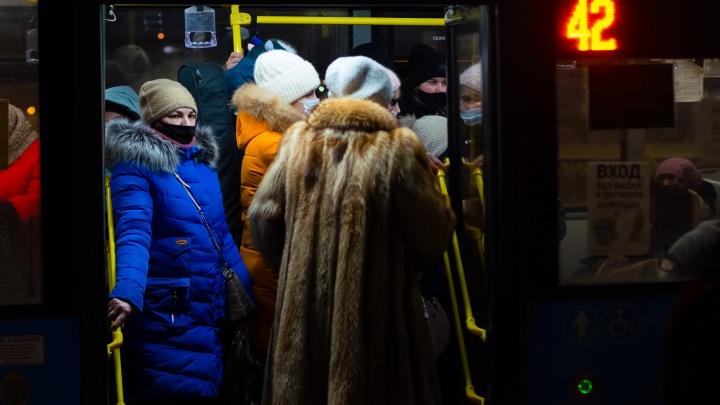 «Добирайтесь, люди, как хотите!»: депутат объяснил, почему в Архангельске срывают рейсы автобусов