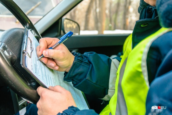 Сотрудники ДТП разбираются в обстоятельствах аварии