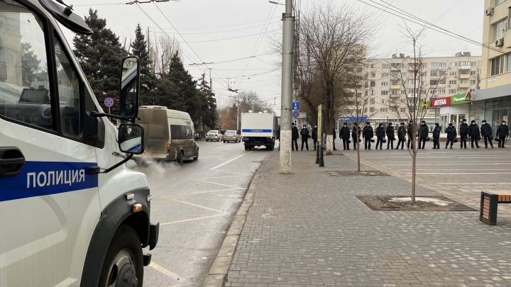 Шествие остановлено, движение возобновлено: в Волгограде «скукожилась» незаконная акция